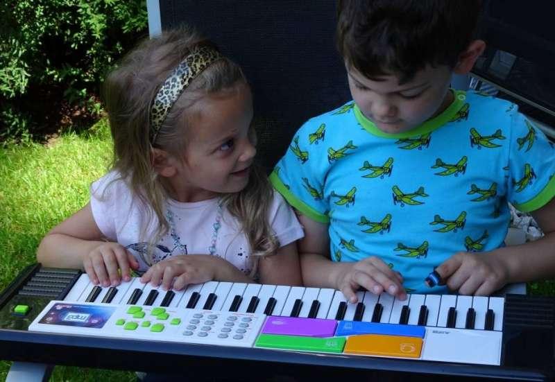 Simba/Instrumente & Musikspielzeug:Keyboard mit Spezialfunktion