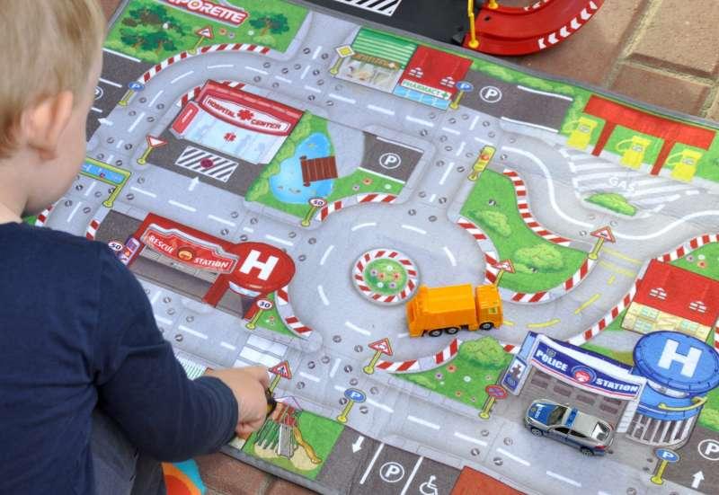 Majorette/Autos, Fahrzeuge, Boote & Flieger:Geniale Mitnehm-Spielmatte