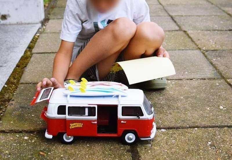 Dickie Toys/Autos, Fahrzeuge, Boote & Flieger:Ab in den Urlaub - Surfer Van