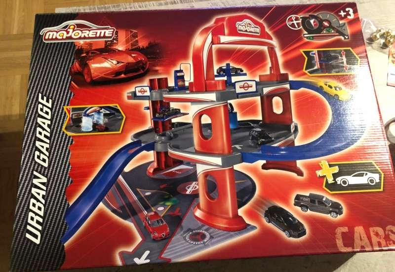 Tolle Garage für Spielautos