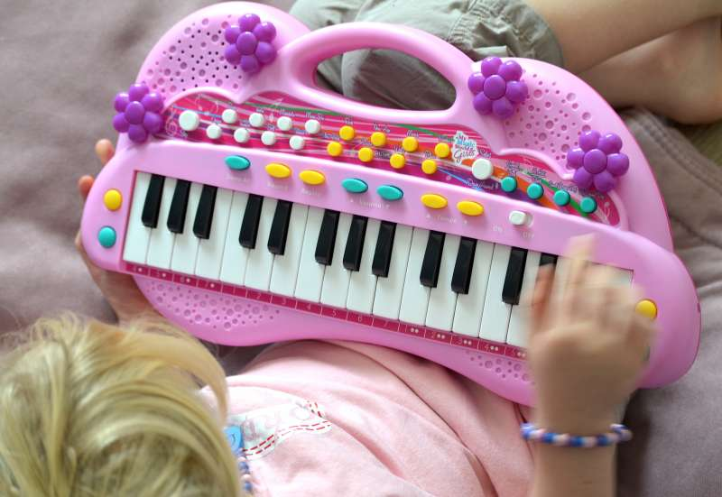 Simba/Instrumente & Musikspielzeug:My Music World Girls Keyboard