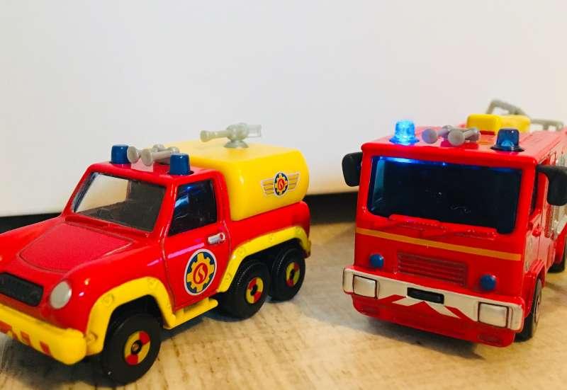 Dickie Toys/Autos, Fahrzeuge, Boote & Flieger:Fahrzeugset Feuerwehrmann Sam