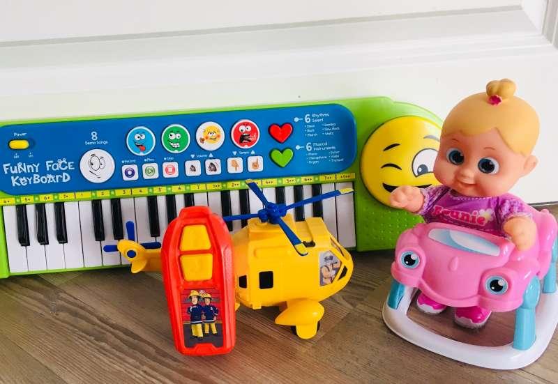 Toy Boxx mit drei Spielzeugen