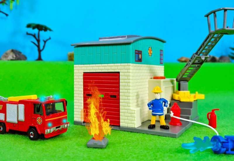 Dickie Toys/Autos, Fahrzeuge, Boote & Flieger:Dickie Toys Feuerwehr Station