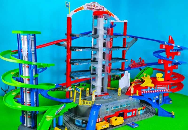 Majorette/Autos, Fahrzeuge, Boote & Flieger:Majorette Super City Garage