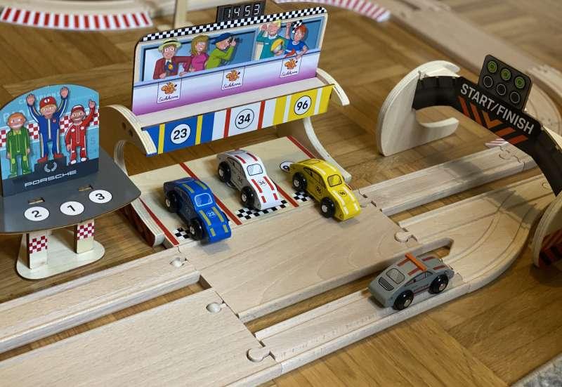 Eichhorn/Hobby (z. B. Eisenbahnen, Quadcopter):Porsche Racing im Kinderzimmer