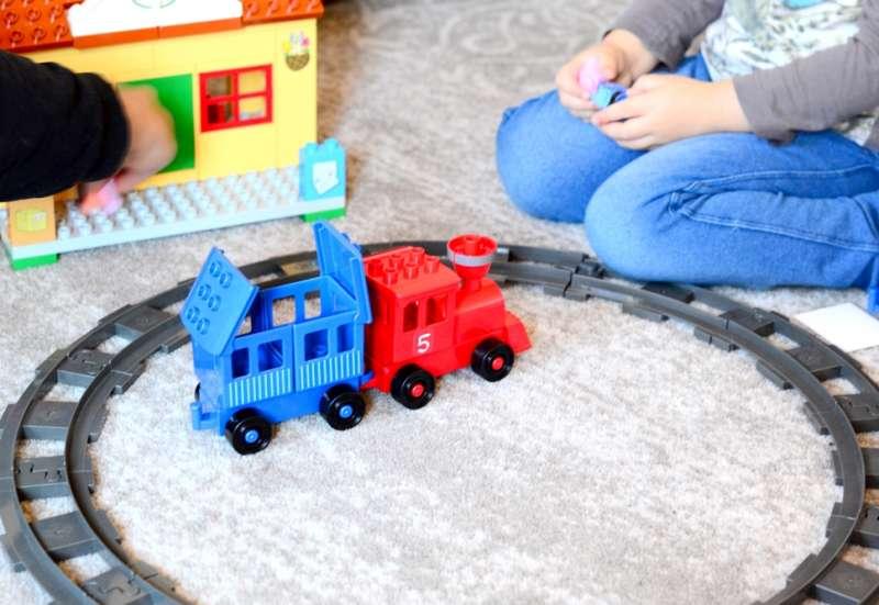 BIG/Bauen & Konstruieren:Bahnfrei, hier kommt Peppa Wut