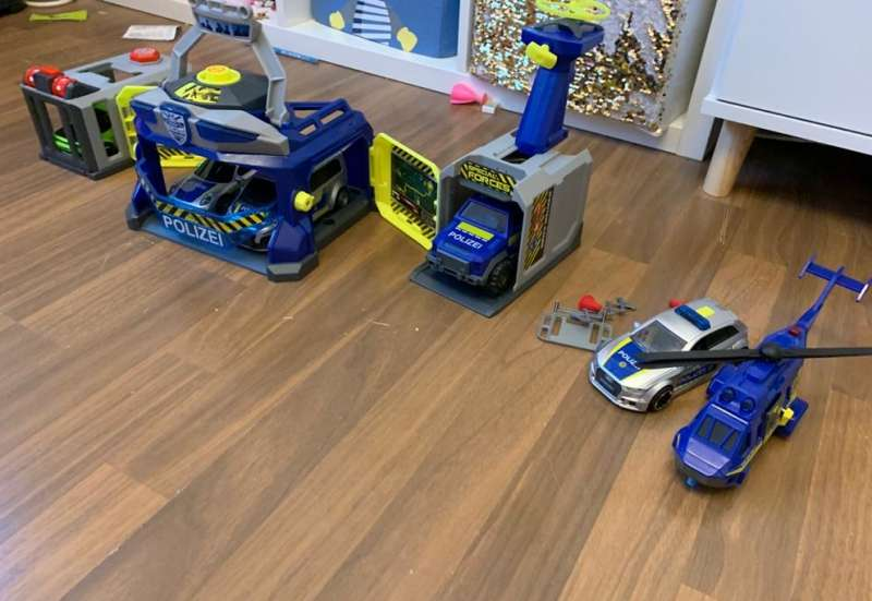 Dickie Toys/Autos, Fahrzeuge, Boote & Flieger:Toy Box - Police Headquarter