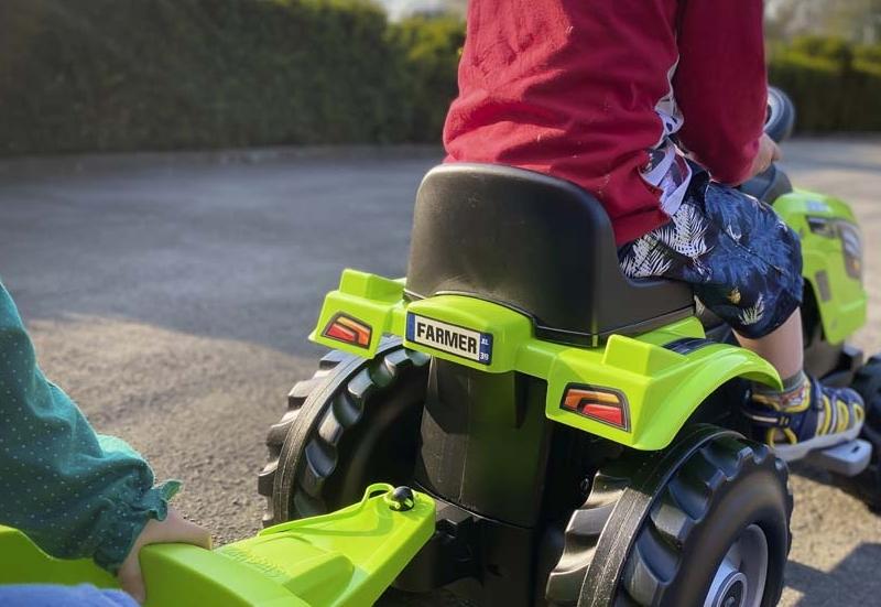 Smoby/Kinderfahrzeuge (z. B. Bobby Car):Ein Traktor für Kinder