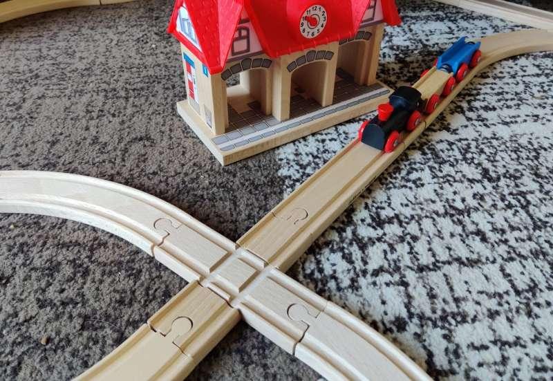 Eichhorn/Autos, Fahrzeuge, Boote & Flieger:Holzeisenbahn/Kreuzung
