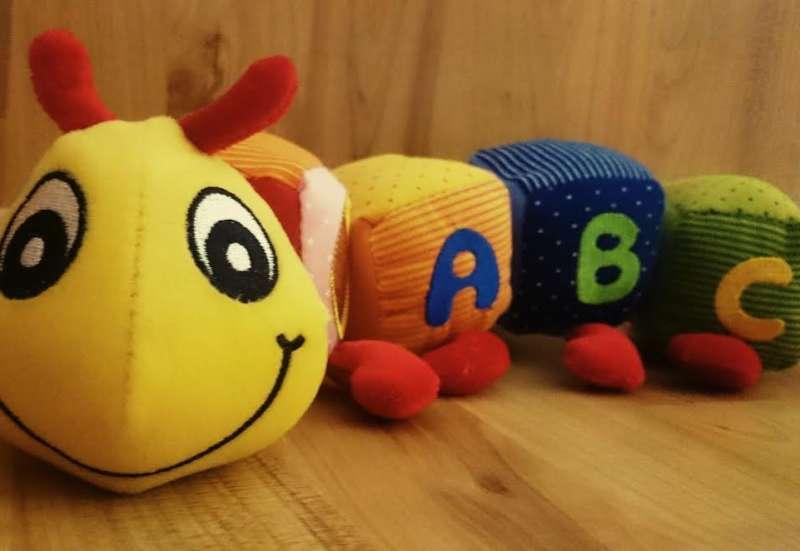 Simba/Baby- & Kleinkindspielzeug:Die bunte ABC Raupe