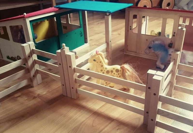 Eichhorn/Kinder Rollenspiele:Pferdestall von Eichhorn