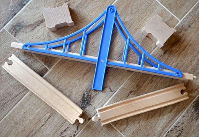 Gewinne eine Brücke von Eichhorn!