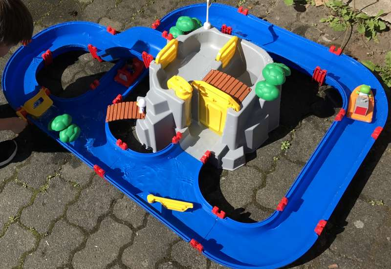 Die Wasserbahn im Garten