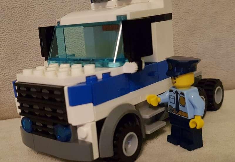 LEGO/Bauen & Konstruieren:Polizeieinsatz im Kinderzimmer