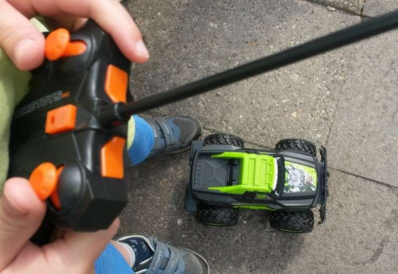 Dickie Toys/Autos, Fahrzeuge, Boote & Flieger:Fahrspaß für Groß und Klein