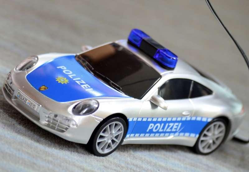 Dickie Toys/Autos, Fahrzeuge, Boote & Flieger:Porsche Polizeiauto im Test