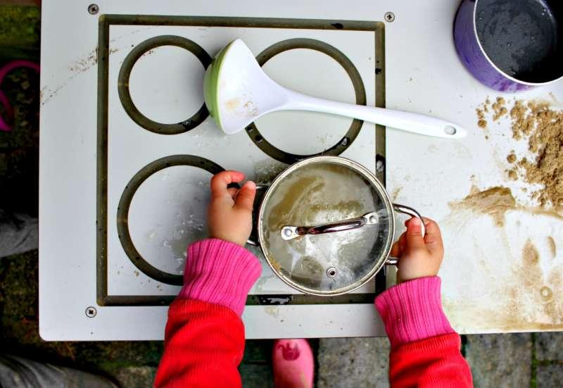 Sonstige/Kinder Rollenspiele:Die Matschküche