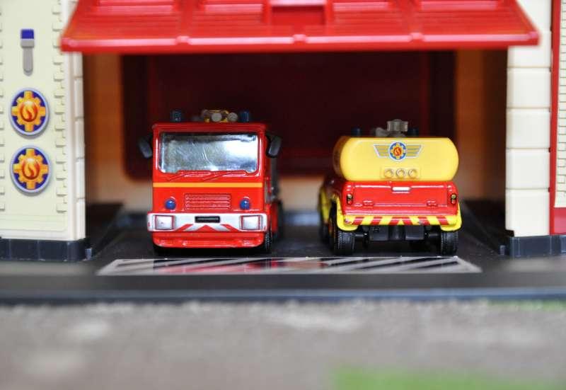Dickie Toys/Autos, Fahrzeuge, Boote & Flieger:Sam´s Feuerwehrstation