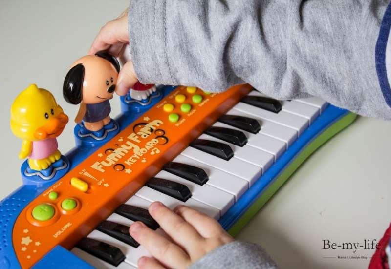Simba/Instrumente & Musikspielzeug:ABC Funny Farm Keyboard