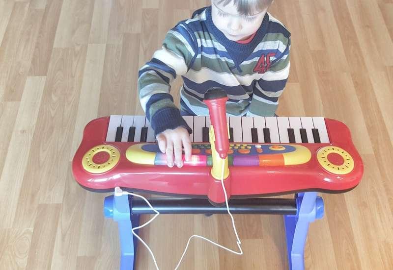 Simba/Instrumente & Musikspielzeug:My Music World Standkeyboard