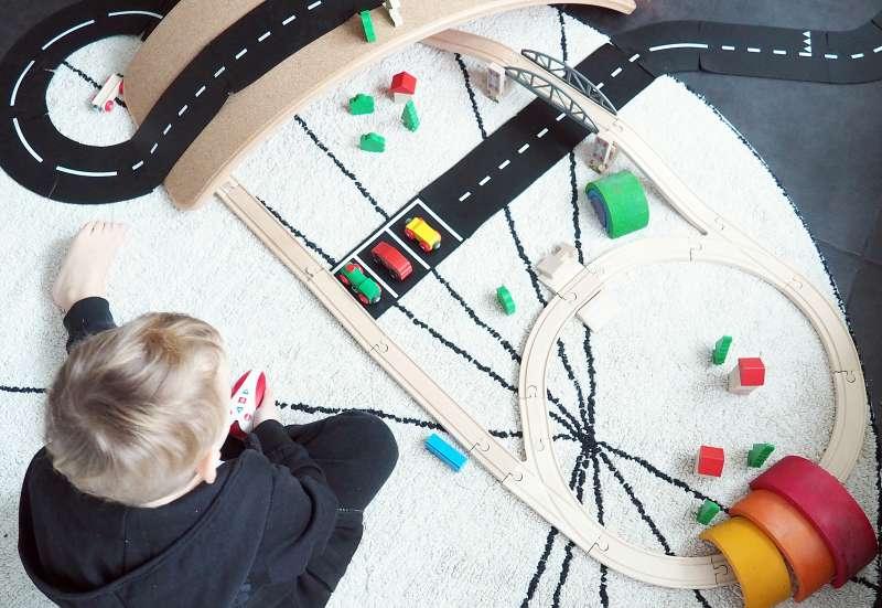 Eichhorn/Hobby (z. B. Eisenbahnen, Quadcopter):Eisenbahn Set und Infrarot Lok