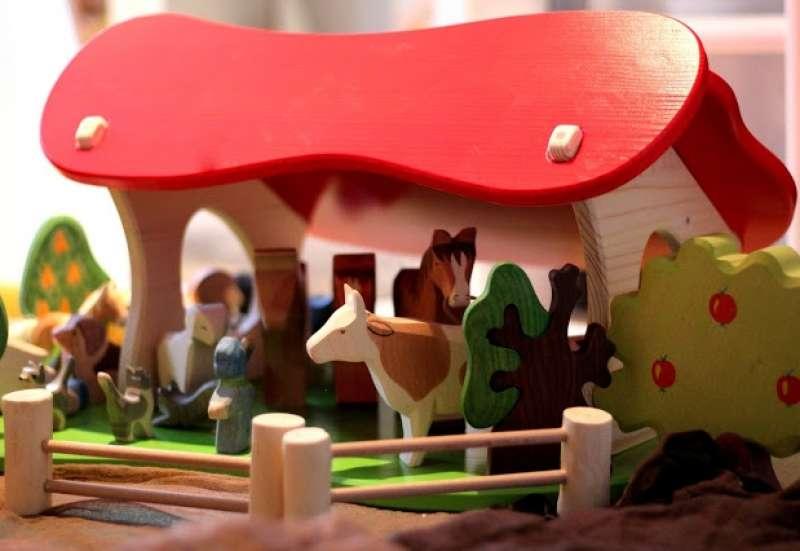 Sonstige/Spielewelten & Sammelfiguren:Stall & Krippe von Holztiger
