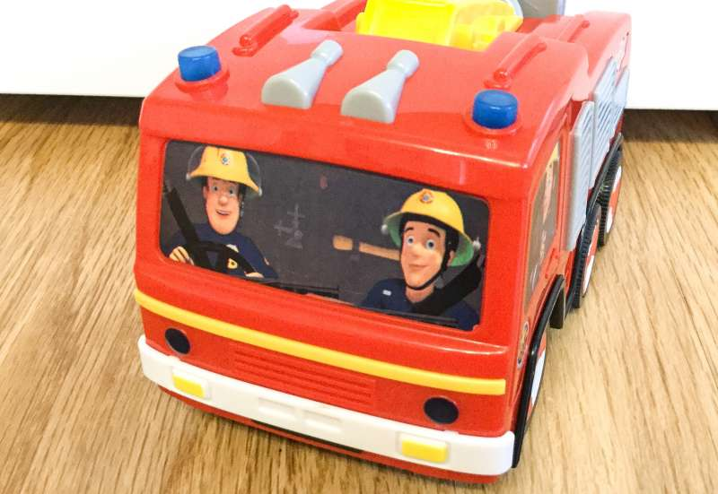 Sam und sein Feuerwehrauto